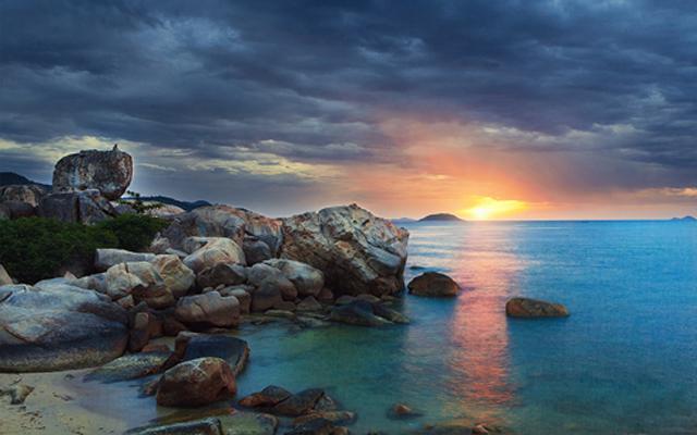 Hòn Chồng - Du lịch Nha Trang
